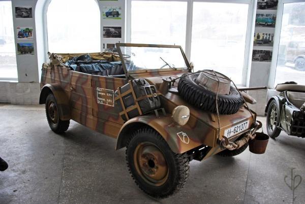 Volkswagen Typ 82 (Kübelwagen),1939 (Сararama) [песчаный с коричневым и голубым, 1:43]