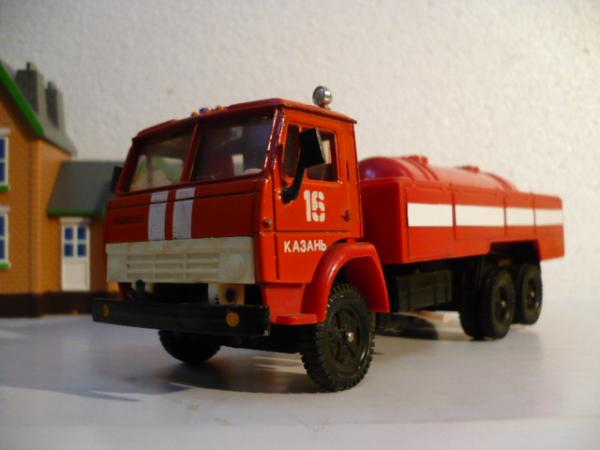КАМАЗ-53213 (6х4) (Элекон) [1986г., красный с белыми спецполосами, 1:43]