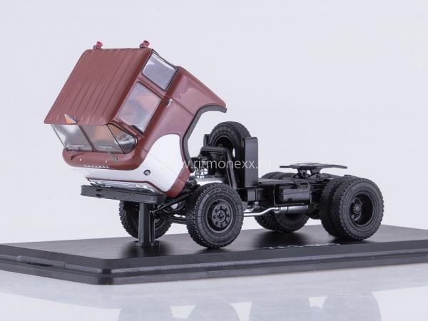 """КАЗ-608"""" Колхида""""  седельный тягач (Start Scale Models (SSM)) [1968г., белый/феолетовый, 1:43]"""