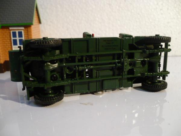 Jeep топливозаправщик малой авиации (Bu Universal Hobbies, КНР) [1962г., зелёный, 1:43]