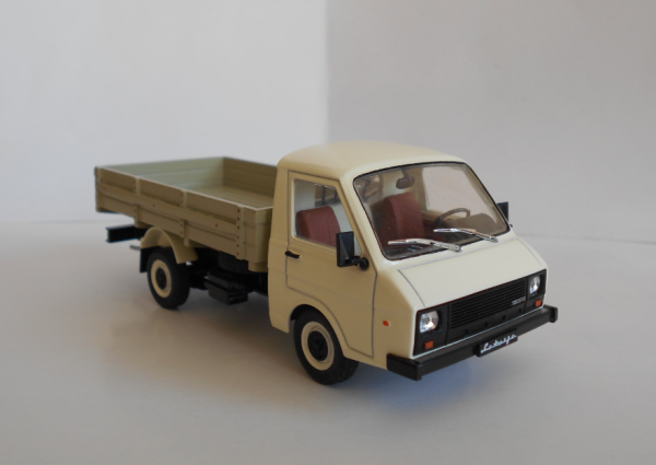 РАФ 33111 (sashka) [1994г., светлая кабина, бежевый кузов, 1:43]