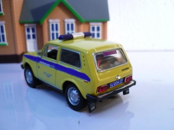 ВАЗ-2121 «Нива» (Michalych, доработка DeAgostini) [1977г., жёлтый с синей спецполосой, 1:43]