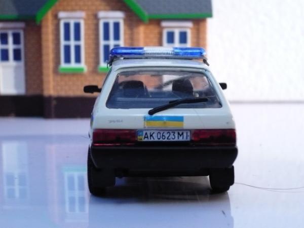 """ЗАЗ-110207-40 """"Таврия (Michalych, доработка DeAgostini) [1993г., белый с спецокраской милиция Украины, 1:43]"""