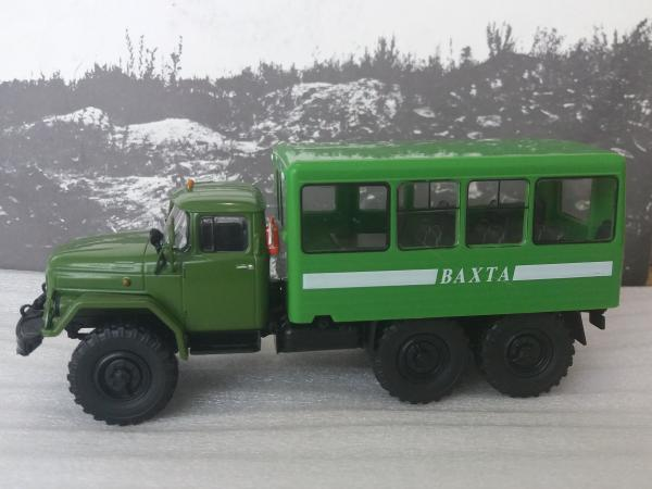 Вахтовый автобус 32104 на шасси ЗИЛ-131НА (De Agostini(Автолегенды СССР Грузовики )) [1966г., эелёный, светло-зелёный кунг, 1:43]