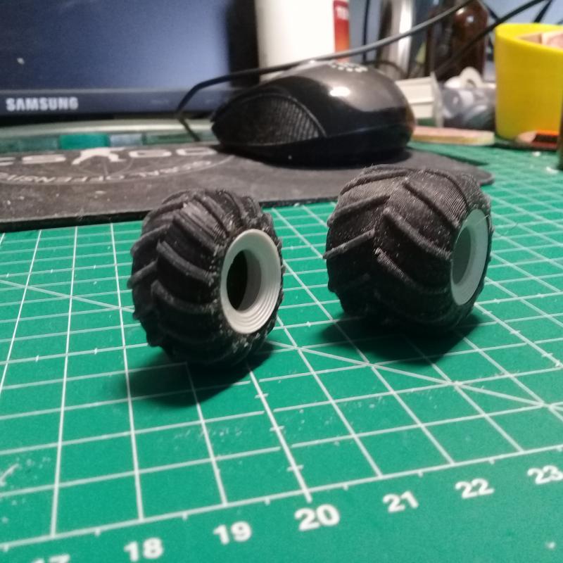 пневмокатки двух размеров с диском