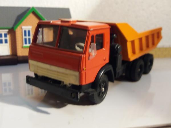 КАМАЗ-5511 (Элекон) [1977г., красная кабина, оранжевый кузов, 1:43]