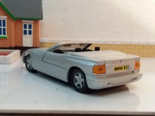 BMW Z1, родстер (Maisto) [1988г., серебро, 1:38]