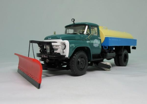 ЗИЛ ПМ-130  Поливомоечный (DiP Models) [1968г., белый.зелёный.синий.желтый, 1:43]