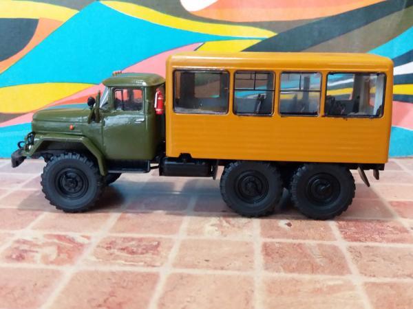 Вахтовый автобус 32104 на шасси ЗИЛ-131НА (Michalych, конверсия АЛГ) [1966г., хаки, кунг охра, 1:43]