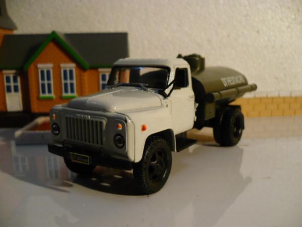 ГАЗ-52 топливозаправщик (Michalych, доработка НАП) [1978г., белый и хаки, 1:43]
