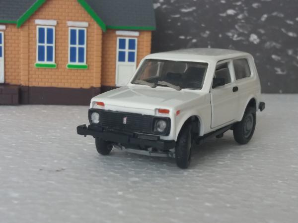 ВАЗ-21213 (Тантал) [1993г., белый, 1:43]