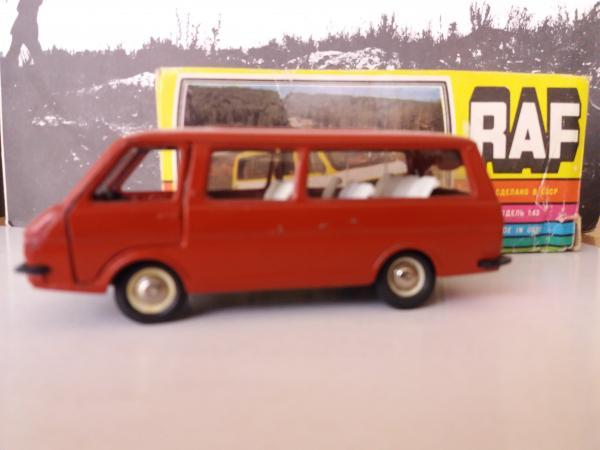 РАФ-2203 «Латвия» (Радон) [1976г., красно-коричневый, 1:43]