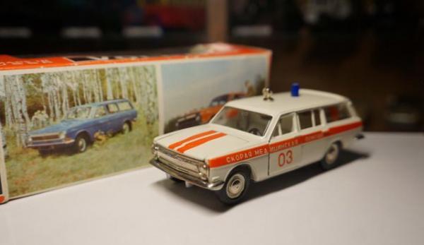 """ГАЗ-24-03 """"Скорая медицинская помощь"""" (А24) (Тантал-Радон-Агат) [1975г., белый с красными спецполосами, 1:43]"""