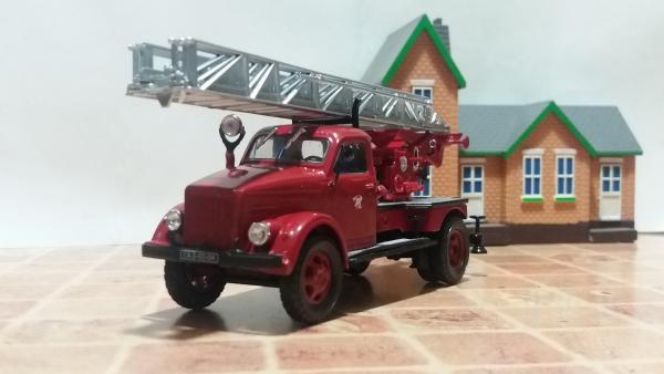 Пожарная автолестница АЛГ-17(51) на шасси ГАЗ-51 (конверсия Michalych из Signature, НАП, АНС) [1946г., красный, 1:43]
