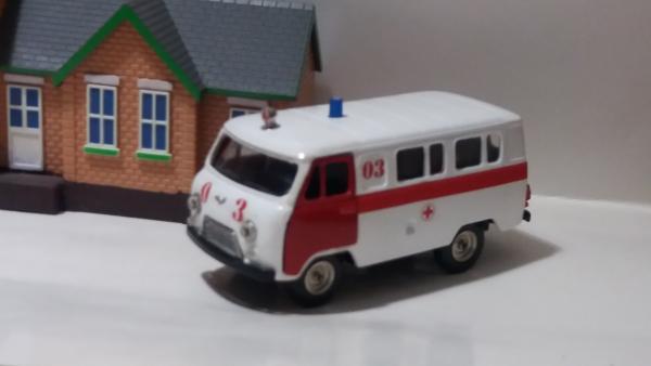 УАЗ-452В скорая медицинская помощь (Тантал, конверсия Michalych) [1965г., белый с декалями, 1:43]